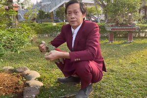 Danh hài Hoài Linh đạt nút vàng Youtube sau 2 tháng 11 ngày