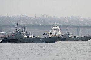 Nga điều 17 tàu chiến áp sát Ukraine
