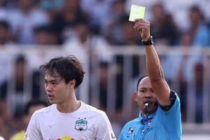 Văn Toàn bất bình vì trọng tài không cho HAGL hưởng penalty