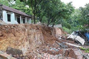 Huyện Quốc Oai: Kiểm tra, khắc phục sự cố sạt lở đất làm sập nhà dân