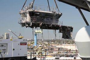 Mỹ 'xẻ thịt' siêu tàu tấn công đổ bộ sau vụ cháy