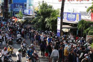 CLIP: Xếp hàng từ 4 giờ sáng mua vé trận Hoàng Anh Gia Lai - Hà Nội FC