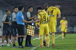 Báo Thái Lan: Kiatisak 'lành ít dữ nhiều' trước Hà Nội FC