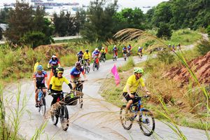 Diễu hành xe đạp với chủ về 'Hành trình theo dấu chân Bác Hồ'