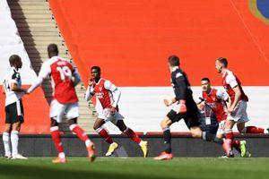 Thủ môn lên tấn công, Arsenal thoát thua phút 90+7 trước Fulham