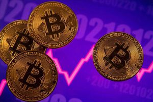 Tiền Bitcoin tuột dốc không phanh vì lý do này