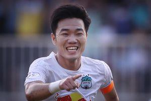 Kiatisuk và cầu thủ HAGL hóa giải CLB Hà Nội