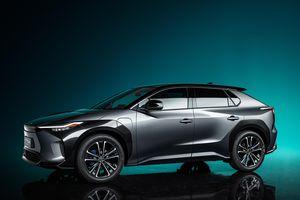 Toyota bZ4X Concept ra mắt - SUV điện cùng cỡ với RAV4