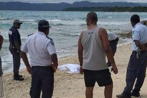 Thi thể dạt vào bờ, cả quốc đảo đóng cửa