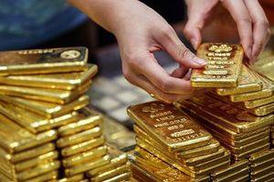Giá vàng SJC tăng cao, lo ngại rủi ro gia tăng