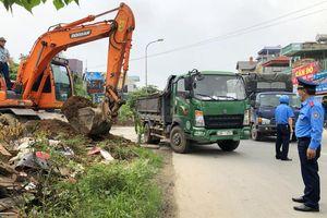 Quận Hà Đông: Ra quân xử lý vi phạm hành lang Quốc lộ 21B