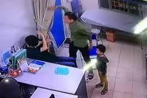 Bệnh nhân đánh bác sĩ: 'Thượng đế' ngồi lên đầu?
