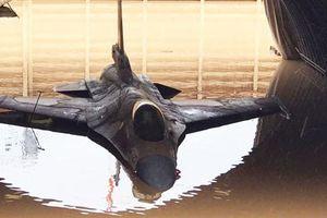 Năm tên lửa dội trúng khu bảo dưỡng tiêm kích Mỹ