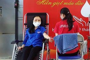 Nữ nhân viên tiên phong hiến máu tình nguyện