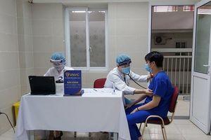 Gần 80.000 người Việt Nam đã tiêm vắc xin COVID-19