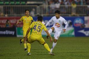Cựu còi Vàng Việt Nam: Trọng tài làm không tốt ở trận HAGL - Hà Nội