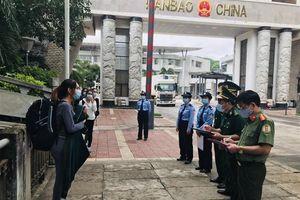 Tiếp nhận 6 công dân do Trung Quốc trao trả