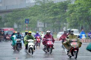 Hà Nội, TPHCM đón mưa dông