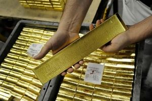 Giá vàng hôm nay 19/4: Trung Quốc mua gom, giá vàng vững đỉnh 4 tuần