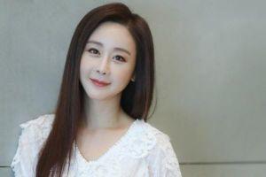 Hoa hậu Hàn Quốc bị tẩy chay vì sandal lừa dối khán giả