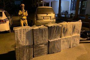 Cục CSGT chặn bắt ôtô vận chuyển 500 cây thuốc lá lậu trên cao tốc