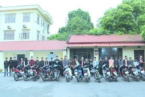 Vĩnh Phúc: Công an huyện Tam Đảo ngăn chặn nhóm thanh niên đánh võng, bốc đầu xe mô tô, gây rối trật tự