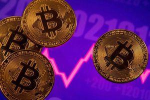 Bitcoin bất ngờ lao dốc 14% do mất điện?