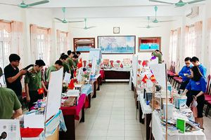 'Ngày sách thanh niên' ở Trường THPT Lê Chân (Đông Triều)