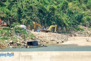 Doanh nghiệp thủy điện nạo vét lòng hồ 'chui'