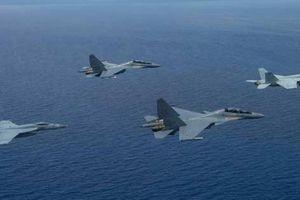 'Hổ mang chúa' Su-30MKM tự tin sải cánh giữa dàn chiến đấu cơ Mỹ