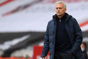 Tottenham sa thải HLV Jose Mourinho