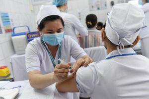 6 người nhập cảnh vào Việt Nam mắc COVID-19