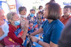 FPT Long Châu trao tặng miễn phí 210.000 ngày thuốc và 140 tấn gạo trên toàn quốc