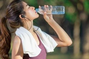Đoán tuổi thọ thông qua việc uống nước: Nếu mỗi lần uống nước đều đối mặt với 5 tín hiệu bất thường này, hãy đi kiểm tra càng sớm càng tốt