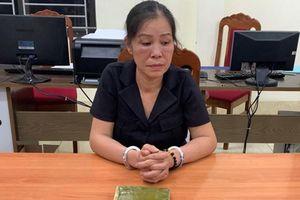 'Nữ quái' cất giấu tinh vi 1 bánh heroin và 1.000 viên ma túy tổng hợp