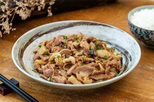 Chế biến thịt lợn xào nấm ngon cơm