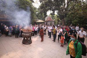 Đền Hùng đón hơn 15.000 người hành hương trước ngày chính lễ Giỗ Tổ Hùng Vương năm 2021