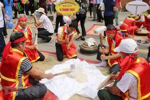 Hội thi bánh chưng, bánh giầy tại Khu di tích lịch sử Ðền Hùng