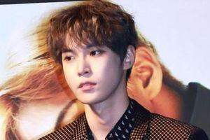 Netizens đã phát 'sốt' trước cặp anh em cực phẩm, giờ Doyoung (NCT) còn lấn sân nhạc kịch