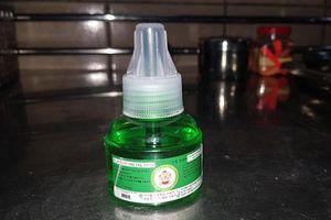 Ngộ độc tinh dầu đuổi muỗi có thuốc trừ sâu: Bác sĩ lên tiếng