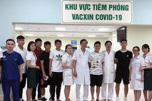 Đội tuyển Việt Nam được tiêm vắc xin Covid-19