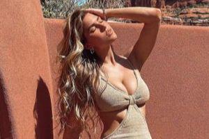 Mẫu nội y có chỉ số cơ thể vàng diện váy tôn ngực căng đầy