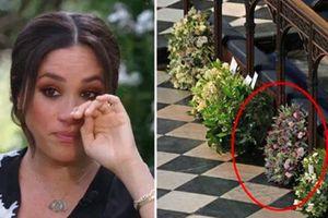 Chuyên gia vạch trần chiêu trò của Meghan Markle khi gửi vòng hoa và thư tay đến tang lễ Hoàng tế Philip: Một mũi tên trúng hai đích!