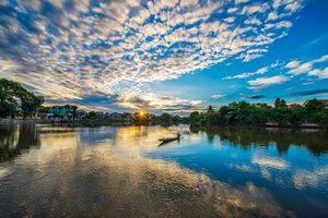Ngắm bình minh thơ mộng và yên bình trên sông Hương