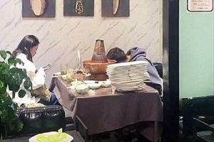 Hẹn hò lần đầu, cô gái sốc nặng khi đối tượng cắm mặt ăn 30 đĩa thịt, ăn xong còn không trả tiền