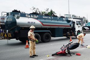 Va cham với xe đầu kéo, một người tử vong tại chỗ