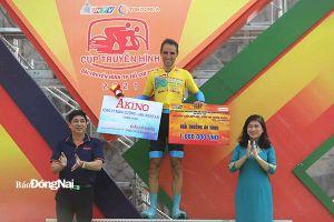 Cuộc đua xe đạp Cúp truyền hình HTV 2021: Chạy gần 50km/giờ, Loic Desriac thắng chặng, đoạt áo vàng