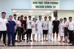ĐT Việt Nam hoàn thành tiêm vắc xin phòng Covid-19