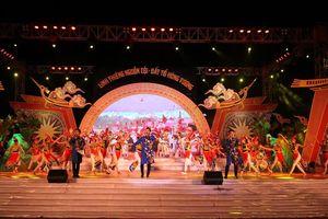 Đa sắc màu chương trình nghệ thuật 'Linh thiêng nguồn cội - Đất Tổ Hùng Vương'
