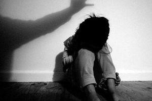 Vì sao con dễ bị người thân xâm hại hơn người lạ?